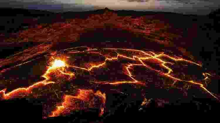 O vulcão Erta Ale abriga um lago de lava que pode ser visto de perto pelos turistas - Lukas Bischoff/Getty Images/iStockphoto - Lukas Bischoff/Getty Images/iStockphoto