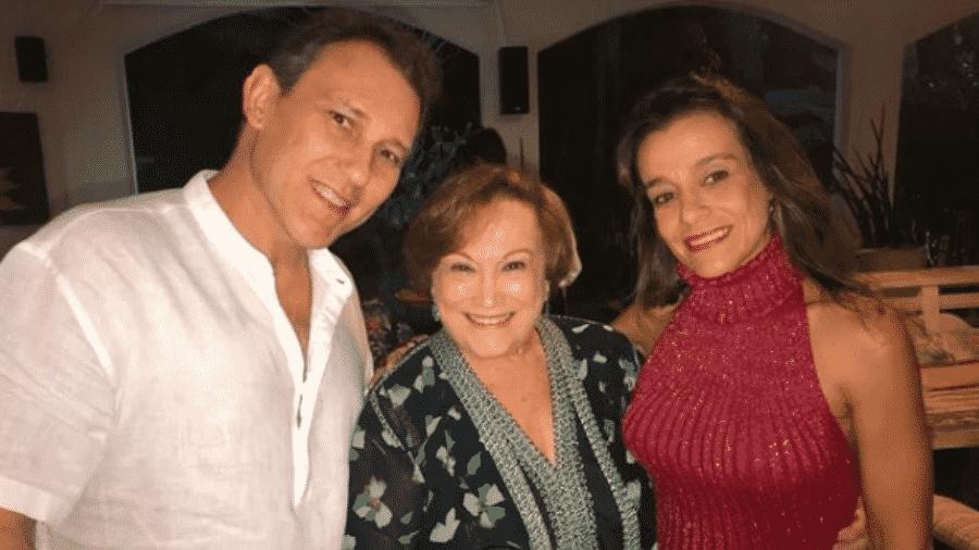 Paulo Goulart Filho postou foto com a mãe Nicette Bruno, e a esposa, Katia, para homenagear atriz  - Reprodução/Instagram/@paulogoulartfilho