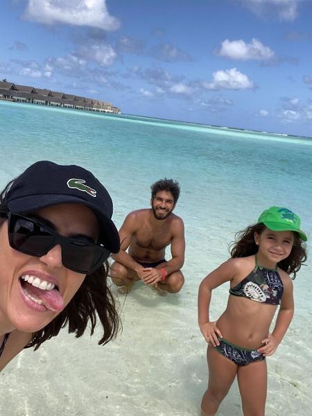 Deborah Secco com a família nas Maldivas - Reprodução/Instagram