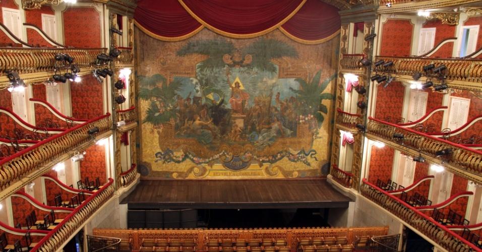 Inaugurado em 1878 em estilo neoclássico, em pleno auge do Ciclo da Borracha, o Theatro da Paz foi inspirado no Scala de Milão, sendo considerado a primeira casa de espetáculos da Amazônia