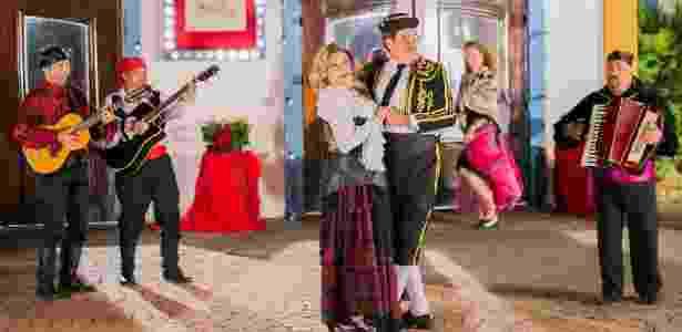 """Marina e Ofélio dançam em novo clipe de """"Cúmplices de um Resgate"""", gravado no Hopi Hari - Arthur Igrecias/SBT"""