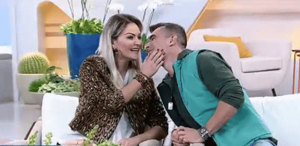 """Laura Keller e o marido, Jorge, participam do """"Hoje em Dia"""" após vitória no """"Power Couple"""" - Reprodução/Record"""