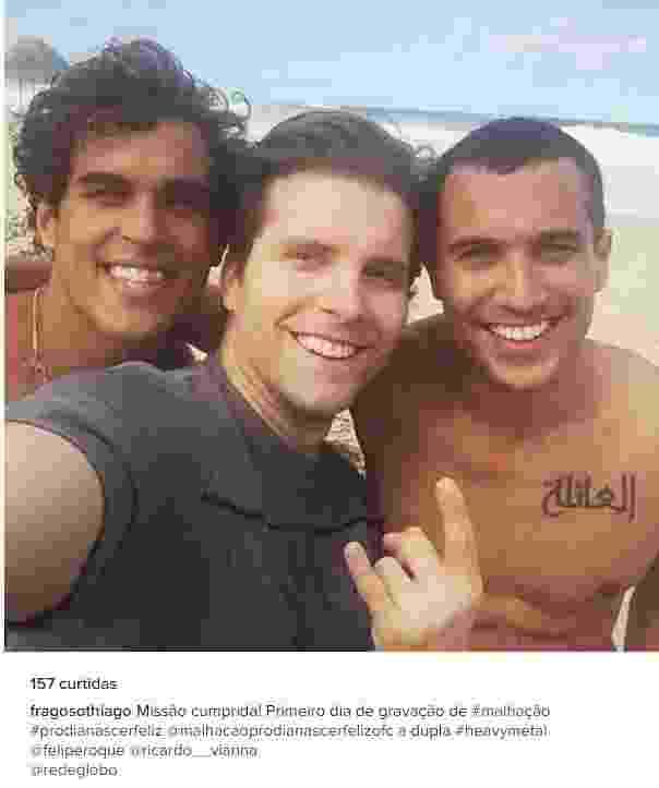 """18.jul.2016 - Thiago Fragoso, Felipe Roque e Ricardo Vianna, estreante na TV, posam juntos na praia no primeiro dia de """"Malhação - Pro Dia Nascer Feliz"""", que estreia em agosto na Globo - Reprodução/Instagram"""