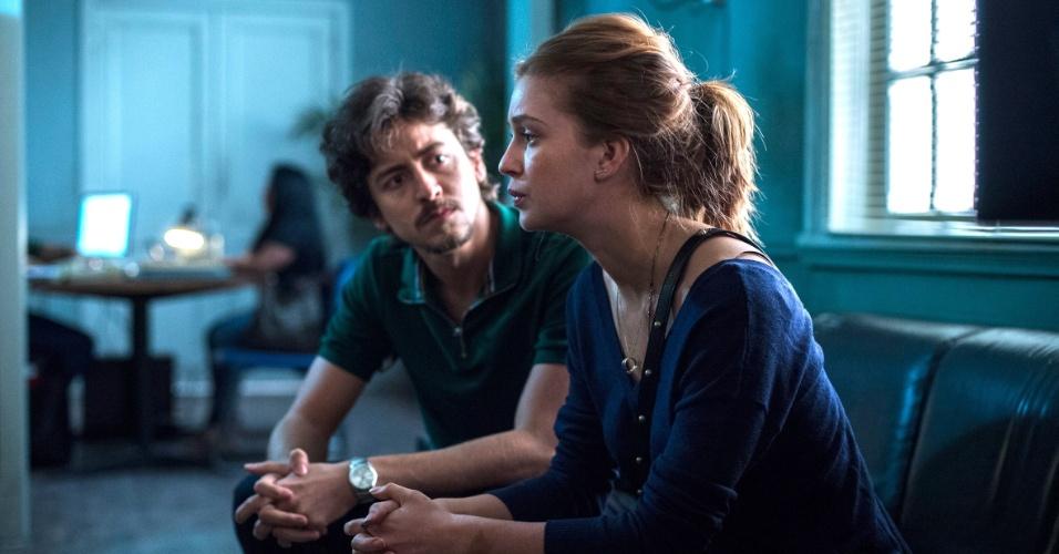 Vicente (Jesuíta Barbosa) passa sete anos na prisão após assassinar a namorada, Isabela (Marina Ruy Barbosa)