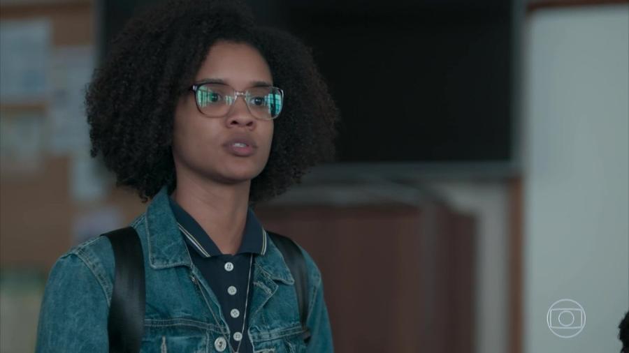 """Ellen (Heslaine Vieira) discursa após ser humilhada em """"Malhação"""" - Reprodução/TV Globo"""
