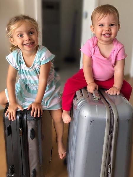 Aurora, filha de Rafael Cardoso e Mari Bridi, e Melinda, filha de Thais Fersoza e Michel Teló - Reprodução/Instagram