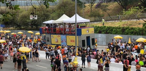 Avenida 23 de Maio no início da tarde desta terça-feira (13) de Carnaval