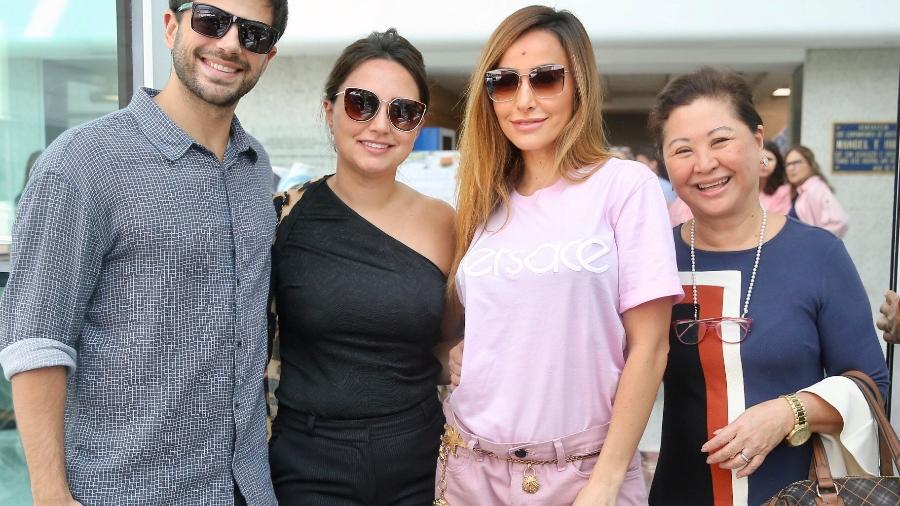 Sabrina Sato deixa hospital acompanhada do noivo, Duda Nagle, da irmã, Karina, e da mãe, Kika - Manuela Scarpa/Brazil News