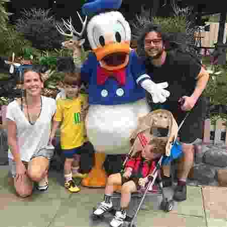 Mariana Ferrão com os filhos, Miguel e João, e o marido, André - Reprodução/Instagram - Reprodução/Instagram