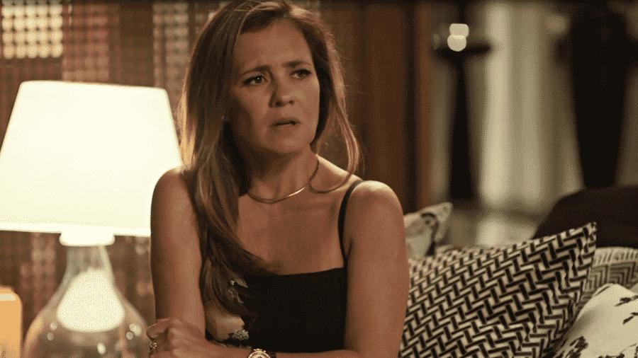 Laureta (Adriana Esteves) vai ser presa por tráfico de drogas e sua mãe chega para ajudá-la na vingança contra Luzia (Giovanna Antonelli) - Reprodução/Globo