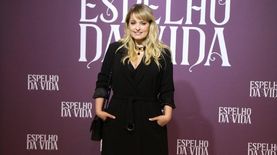 """Luciana Vendramini marca presença em coletiva da novela """"Espelho da Vida"""" - AgNews"""