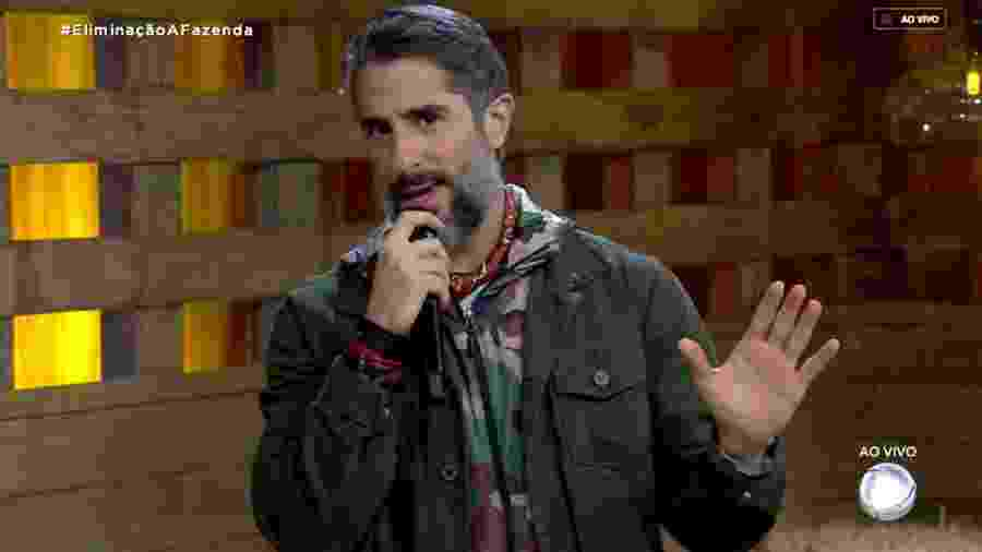 Marcos Mion conversa com o público sobre o poder da chama vermelha  - Reprodução/RecordTV