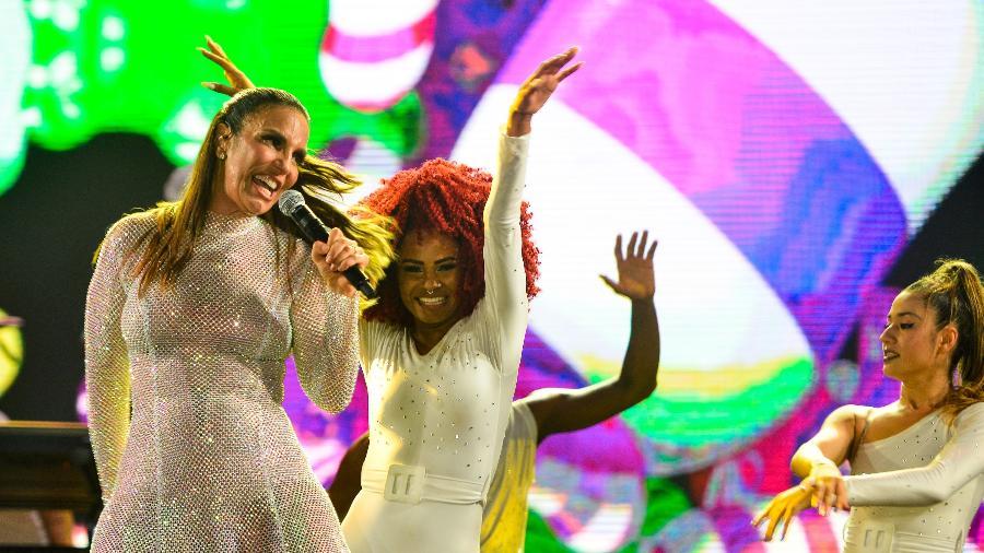 Ivete Sangalo levantou público ao cantar seus sucessos no show da passagem do Ano Novo, em Salvador - João Alvarez/UOL