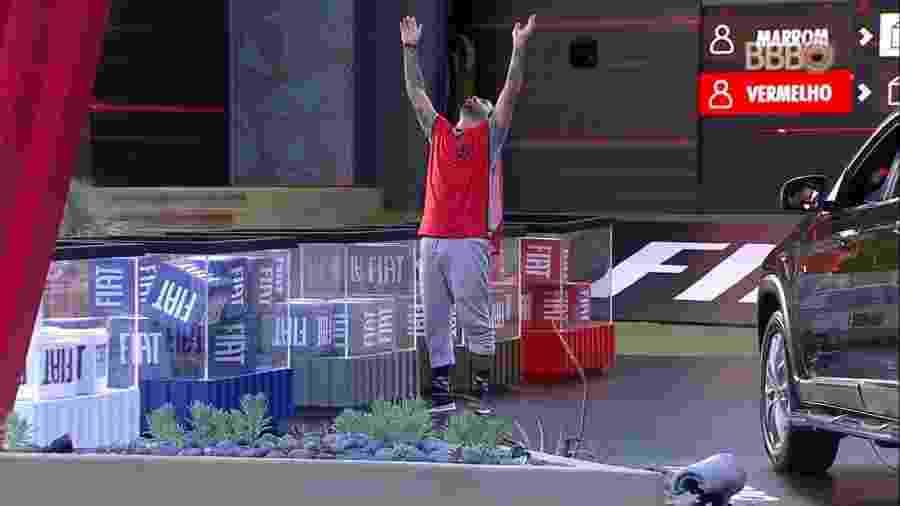 Vinicius é eliminado da prova depois de 8 horas - Reprodução/TvGlobo