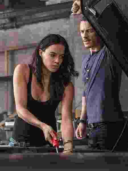 """Michelle Rodriguez divide a cena com Luke Evans em """"Velozes e Furiosos 6"""" - Divulgação/IMDb - Divulgação/IMDb"""