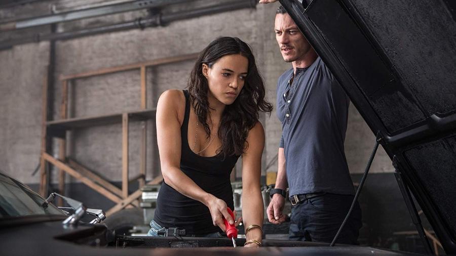 """Michelle Rodriguez divide cena com Luke Evans em """"Velozes e Furiosos 6"""" - Divulgação/IMDb"""