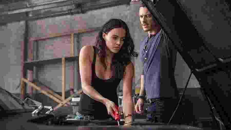 """Michelle Rodriguez divide a cena com Luke Evans em """"Velozes e Furiosos 6"""" - Divulgação/IMDb"""