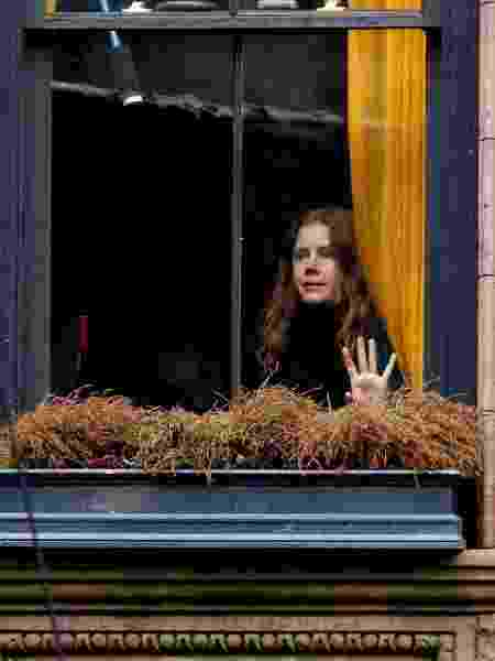"""Amy Adams filma adaptação de """"A Mulher na Janela"""" em Nova York - Reprodução/Twitter - Reprodução/Twitter"""