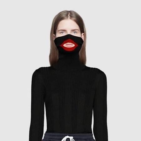 """Blusa da Gucci que foi alvo de críticas por fazer """"blackface"""": depois do episódio, marca criou estratégia pela diversidade - Reprodução/Twitter"""
