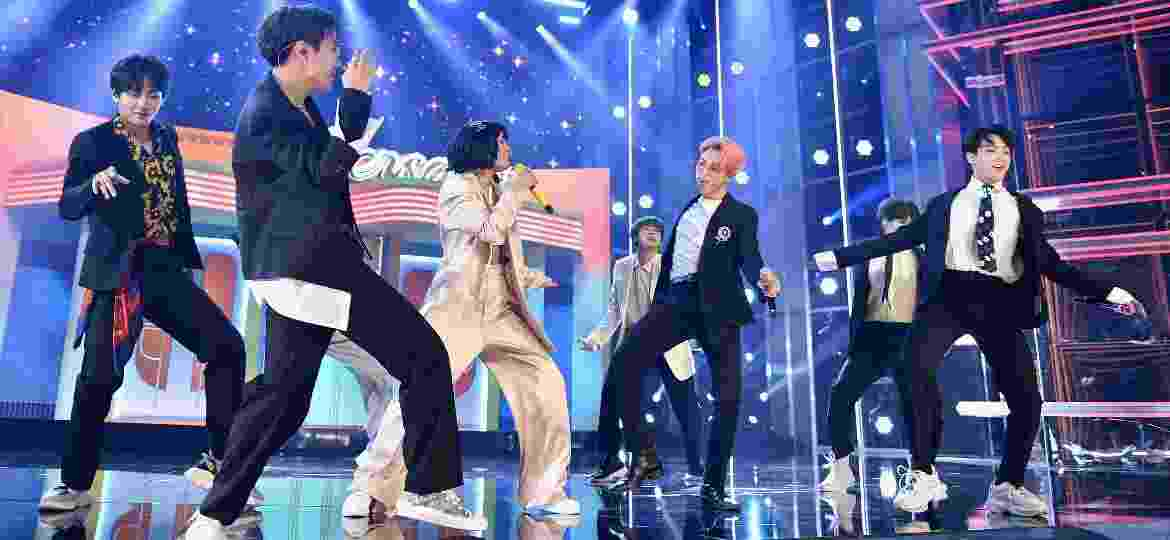 "BTS e Halsey apresentam ""Boy With Luv"" pela primeira vez ao vivo no Billboard Music Awards, em Las Vegas - John Shearer/Getty Images for dcp"