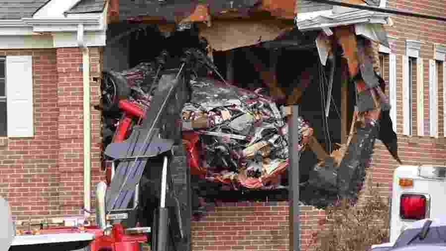 Porsche Boxster bate em casa em Nova Jersey - Reprodução