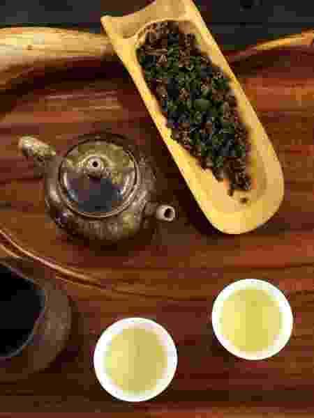 Utensílios usados em ritual do chá na Wang Tea, na antiga área produtora de chá Dadao Cheng, em Taipei, capital de Taiwan  - Eduardo Vessoni/UOL