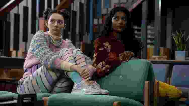 Lily (Tanya Reynolds) e Olivia (Simone Ashley) em Sex Education - Divulgação/Netflix - Divulgação/Netflix