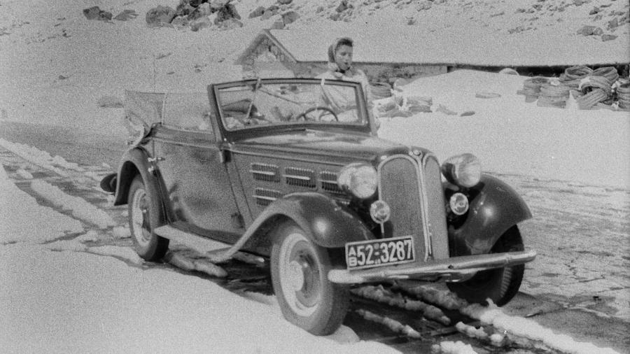 Entre os registros encontrados pelo fotógrafo Willian Fagan, está um BMW conversível de meados da década de 1930 - Reprodução/William Fagan