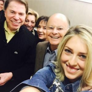 Cristiane Cardoso registrou a visita de Silvio Santos ao Templo de Salomão com selfie