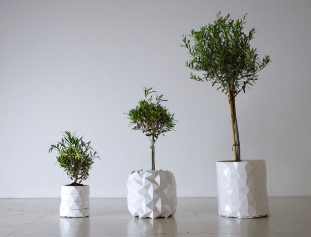 Criado pelo estúdio londrino Ayaskan, o vaso Growth vai crescendo junto com a planta - Thomas Essl/ Divulgação/ Studio Ayaskan
