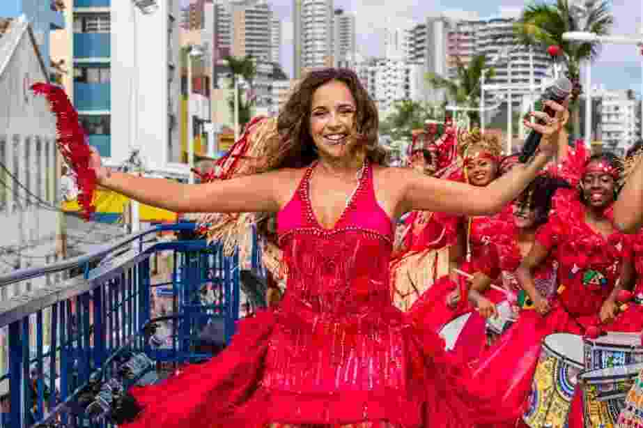 A cantora Daniela Mercury canta em um trio elétrico pelas ruas de São Paulo - Divulgação