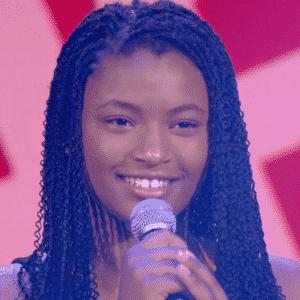 17.jan.2016 - Com voz grave, cantora mirim supreendeu jurados e público ao revelar que tem apenas 11 anos de idade - Reprodução/TV Globo