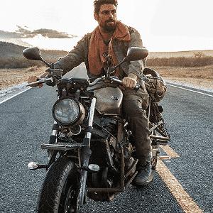 """Ator Cauã Reymond aprendeu a andar de moto para fazer """"Reza a Lenda"""" - Divulgação"""