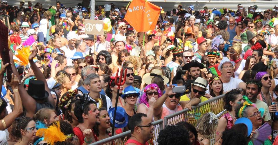 07.fev.2016 - Foliões curtem o bloco Cordão do Boitatá, que completa 20 anos. Em comemoração, a organização do bloco montou um palco na Praça XV, no centro do Rio de Janeiro, e reuniu diversos músicos.