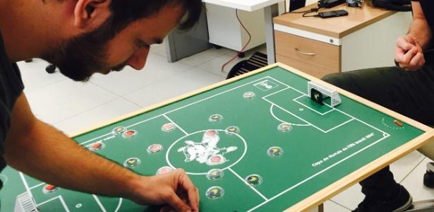cc72e725d3 Estúdio brasileiro quer reviver futebol de botão em forma de videogame -  09 03 2016 - UOL Entretenimento