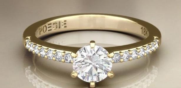 Uau! O anel de noivado dá direito a um rifle ou uma escopeta