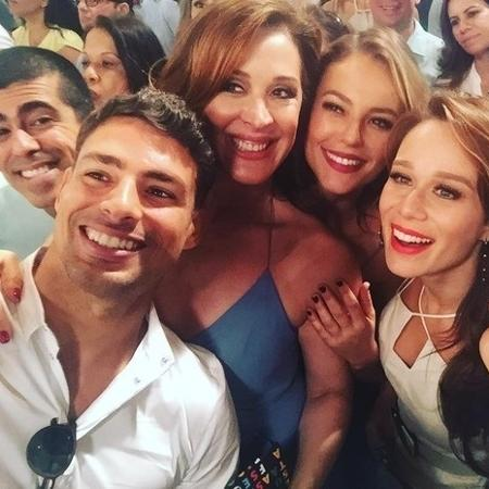 Marcius Melhem, Cauã Reymond, Claudia Raia, Mariana Ximenes e Paolla Oliveira na gravação do ano passado - Reprodução/Instagram