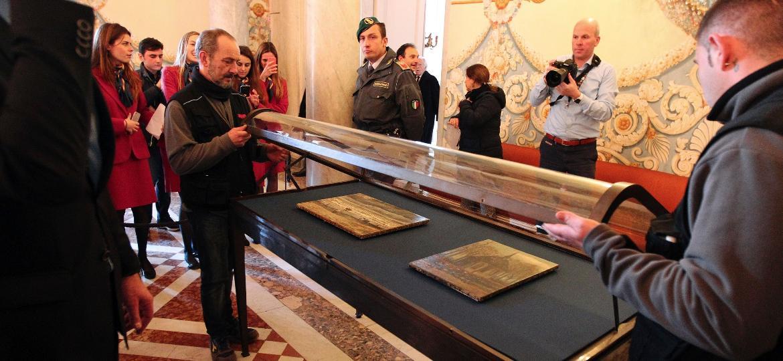 6.fev.2017 - Museu de Nápoles expõe dois quadros de Van Gogh roubados em 2002 em Amsterdã e escondidos desde então pela máfia - Carlo Hermann/AFP