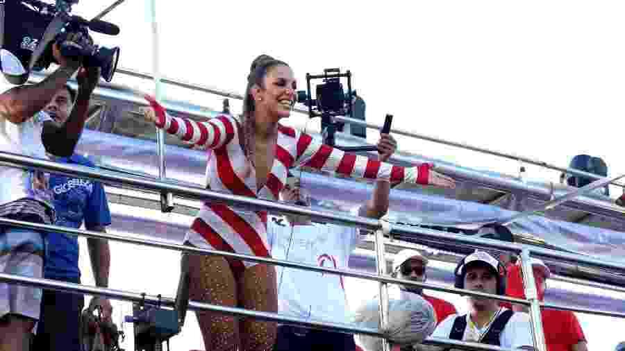 Depois de desfilar na Sapucaí, no Rio de Janeiro, Ivete Sangalo faz mais um show no trio elétrico no Carnaval de Salvador - Thiago Duran/AgNews