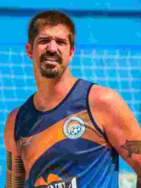 O ex-tenista Flávio Saretta encontrou no futevôlei o incentivo para se manter no esporte - Andre Tche/Divulgação