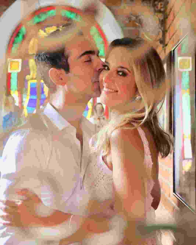 """Ticiane comemora sua união no civil com Cesar Tralli: """"Ah o amor... Na capelinha de Morungaba com vida"""", se declarou a apresentadora - Reprodução/Instagram"""