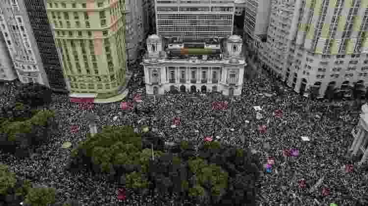 Protesto contra o candidato à presidência da República pelo PSL, Jair Bolsonaro na Cinelândia, no Rio de Janeiro (RJ), na tarde deste sábado (29). - Francisco Proner/Farpa/Folhapress - Francisco Proner/Farpa/Folhapress