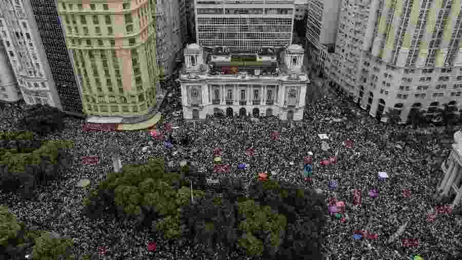 Protesto contra o candidato à presidência da República pelo PSL, Jair Bolsonaro na Cinelândia, no Rio de Janeiro (RJ), na tarde deste sábado (29). - Francisco Proner/Farpa/Folhapress