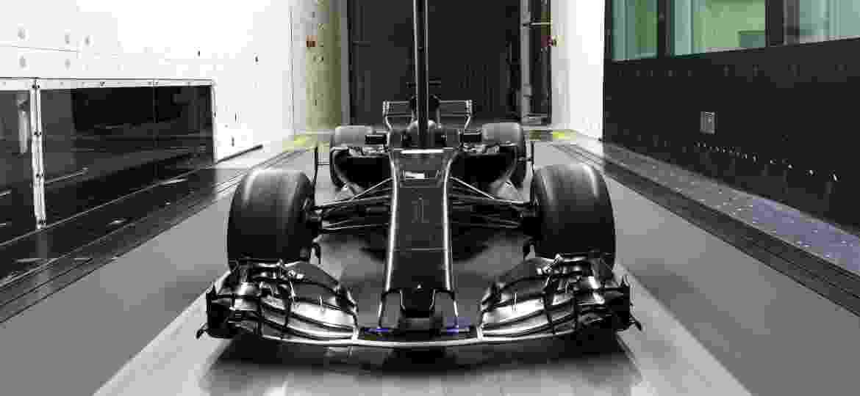 Na fábrica da equipe Formula 1 Renault, tecnologias que também são usadas nos carros da marca francesa - Luca Mazzocco/Divulgação