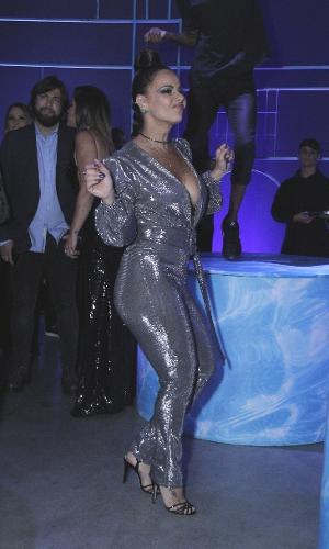 Viviane Araújo era uma das mais animadas da pista de dança