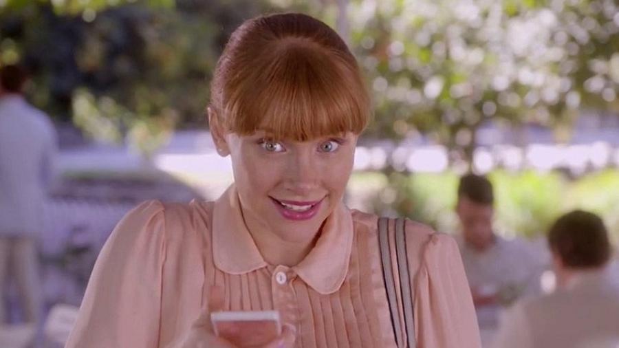 """A atriz  Bryce Dallas Howard em cena de episódio de """"Black Mirror"""" - Reprodução"""