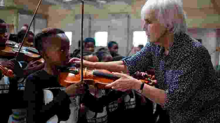 Rosemary Nalden, 75,  fundadora da Buskaid na África do Sul - Wikus de Wet/AFP - Wikus de Wet/AFP