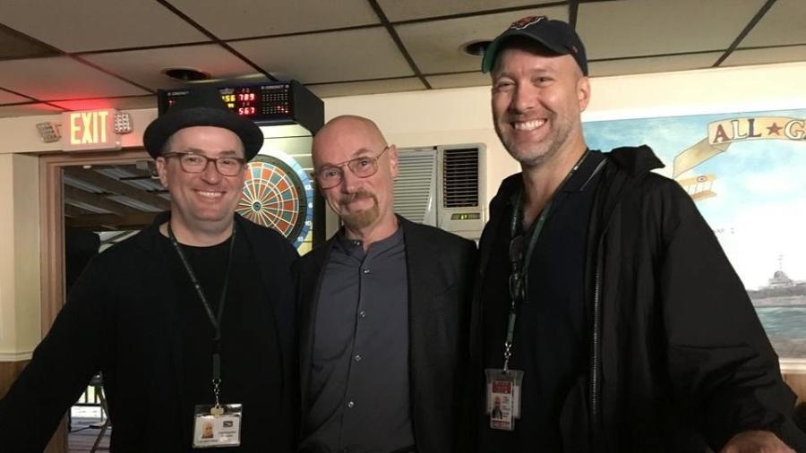 O quadrinista Jim Starlin (no centro) com os roteiristas Christopher Markus e Stephen McFreely - Reprodução/Facebook