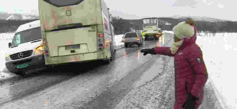 Glória Maria quase cai com vento forte em reportagem na Noruega - Reprodução/TV Globo