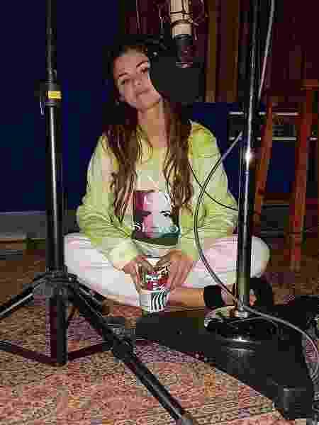 Selena Gomez em estúdio - Reprodução/Instagram